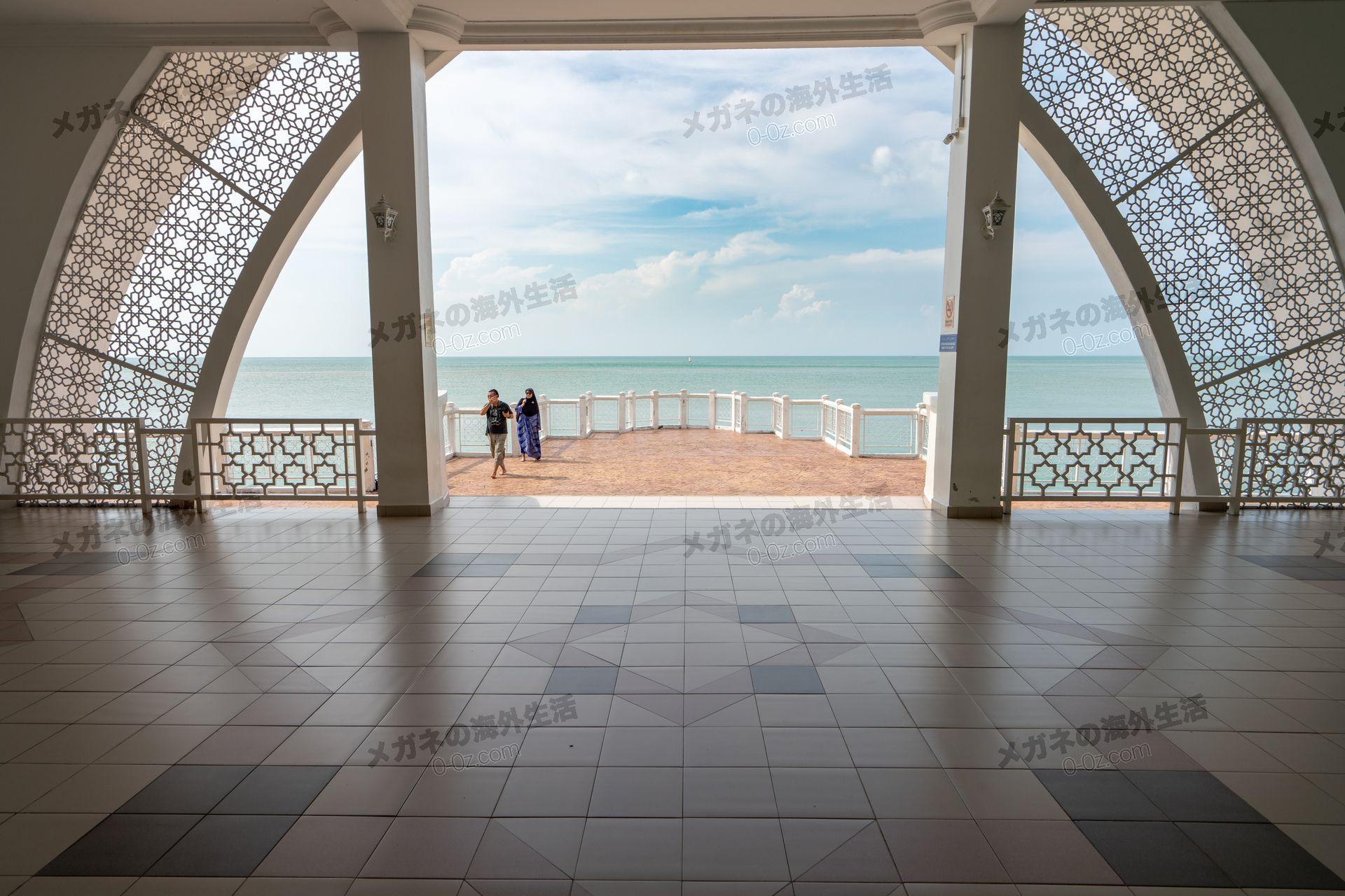 水上モスクからみるマラッカ海峡